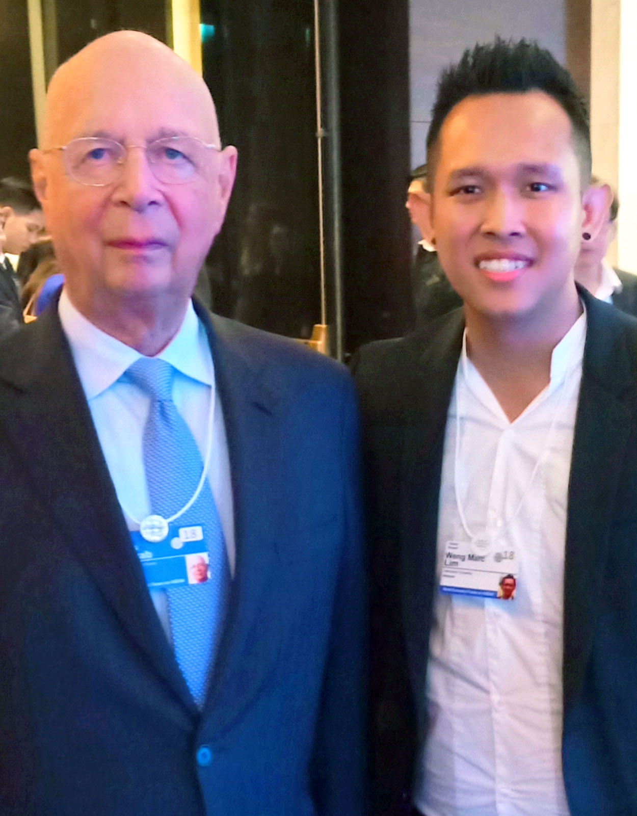 Dr Lim (right) with Founder and Executive Chairman of the WEF Professor Klaus Schwab.