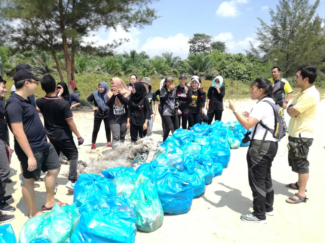 A total of 37 bags of rubbish was collected.