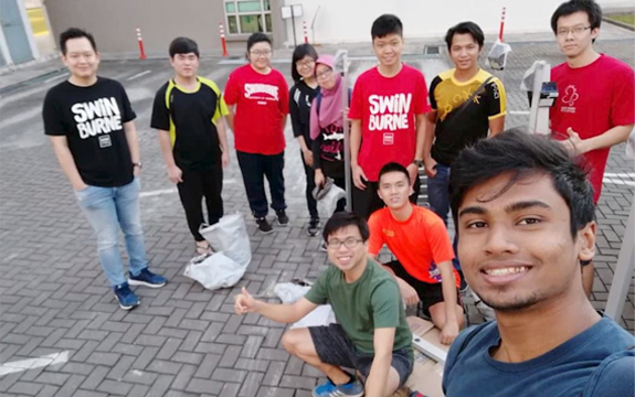 Staff and student volunteers from IEEE Swinburne Sarawak Student Branch.
