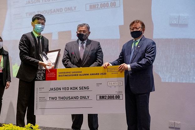 Yeo takes home the Swinburne Sarawak Distinguished Alumni Award.